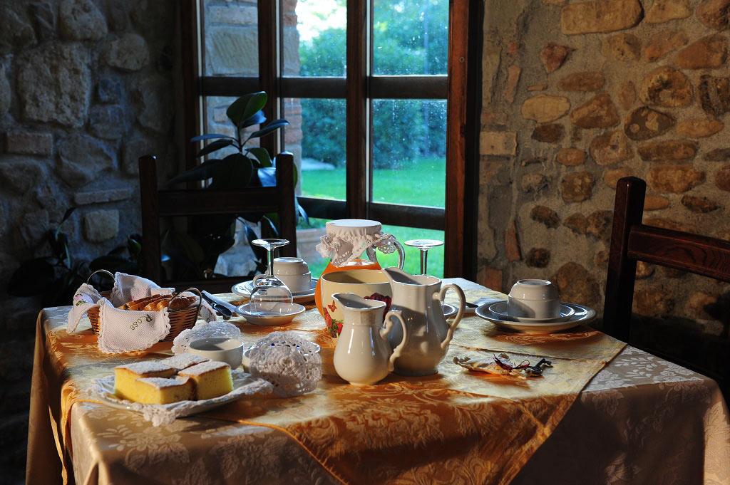 colazione-al-Sasso-con-dolci-fatti-in-casa-1